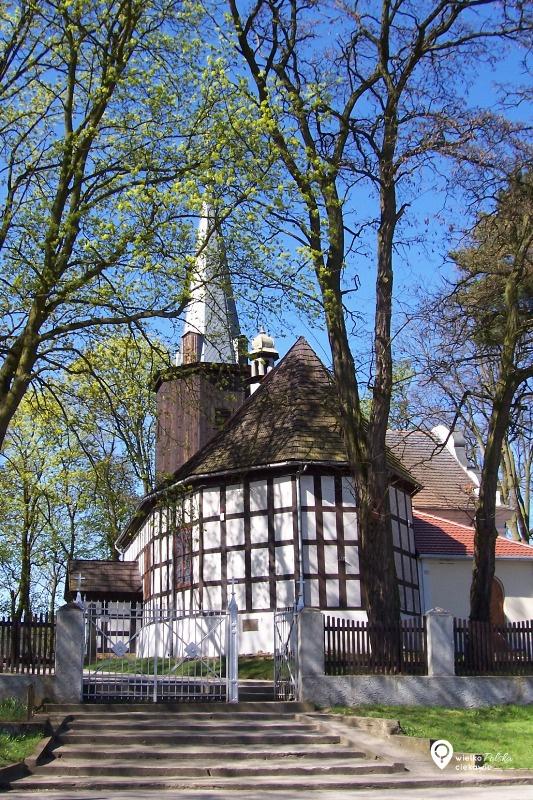 uzarzewo, kościoły drewniane, puszcza zielonka, ciekawe miejsca blisko poznania, wielkopolska atrakcje,