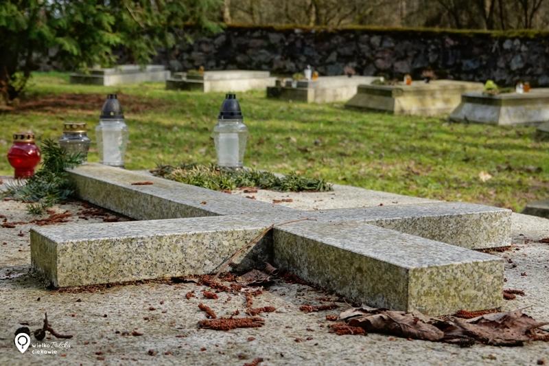 kobylniki, cmentarz w kobylnikach, ciekawe miejsca w wielkopolsce, wielkopolska atrakcje, jednodniowa wycieczka z poznania